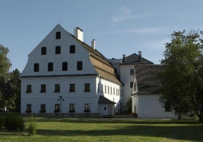 Hlavní budova papírny
