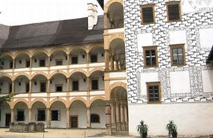 Arkády zámku ve Velkých Losinách
